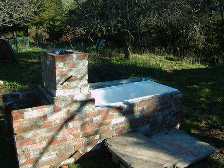 Bath-B-Q (another go at brick laying)